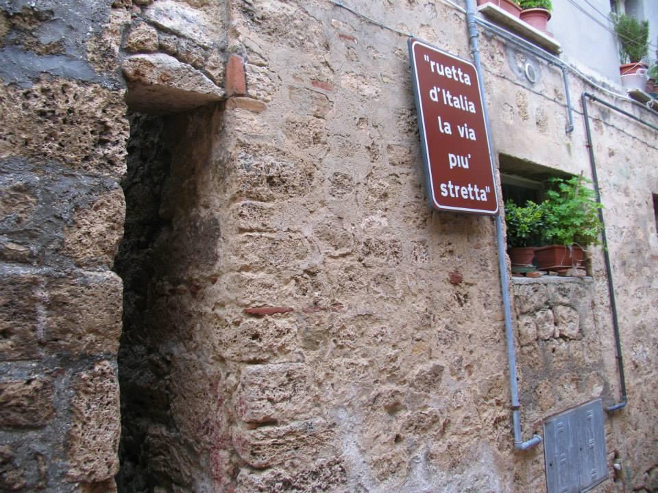 civitella del tronto, la via più stretta d'italia