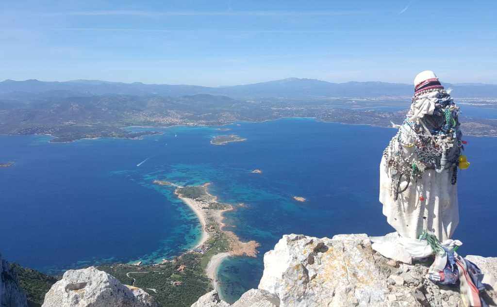 trekking sull' isola di tavolara