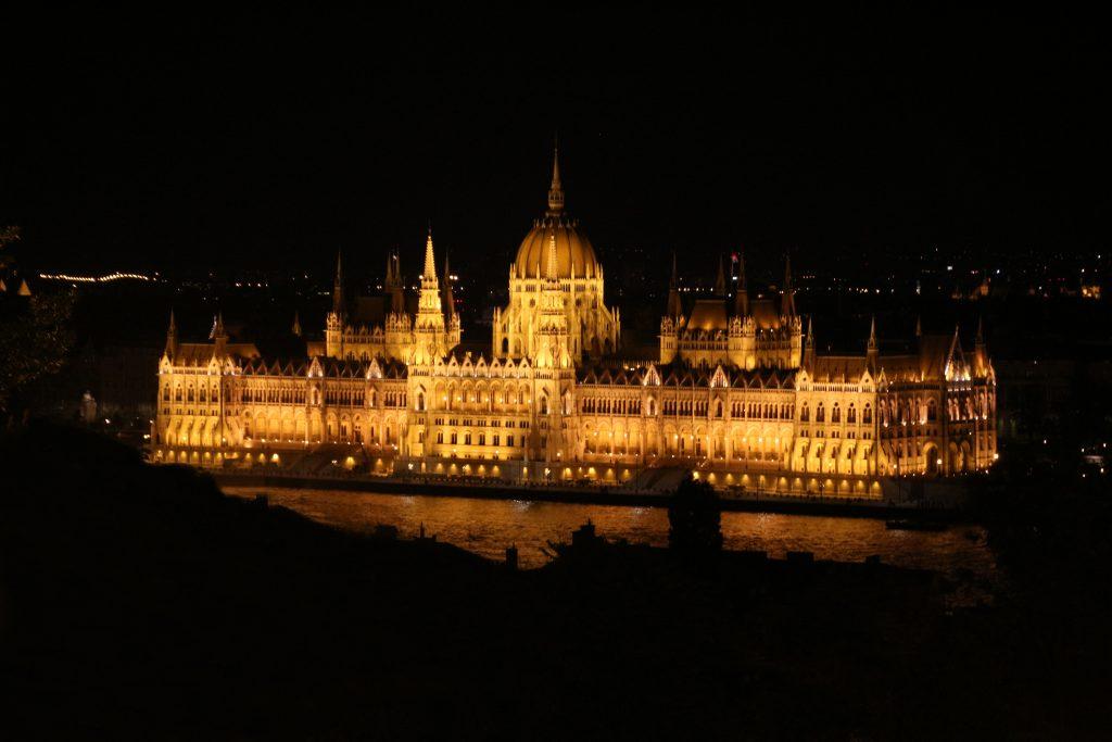Cosa vedere a Pest - Parlamento Budapest