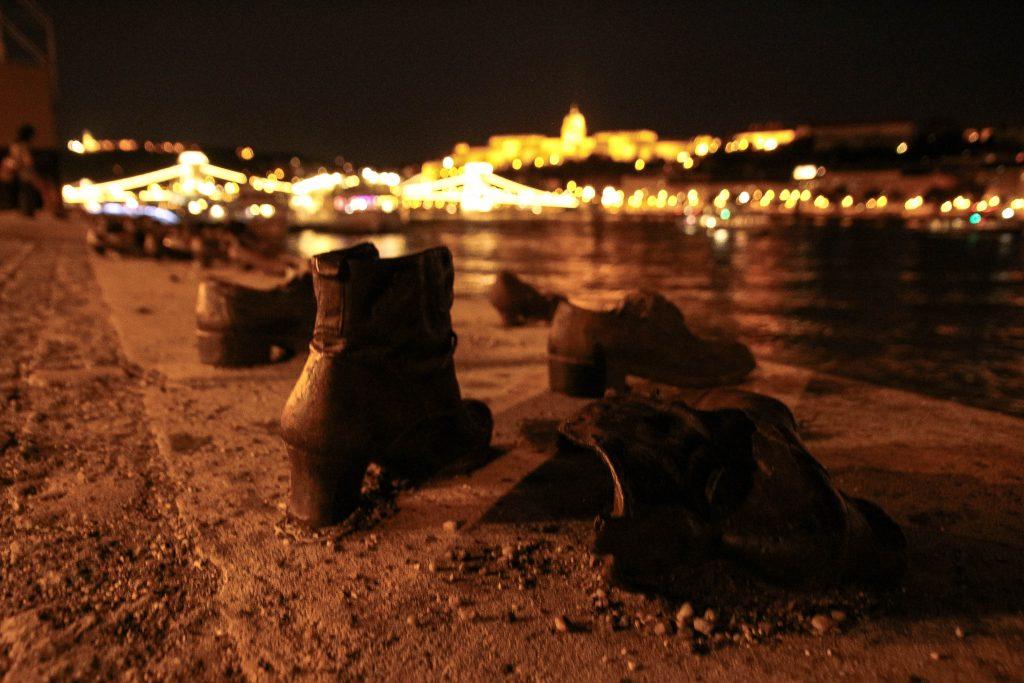scarpe sulla riva del danubio - budapest